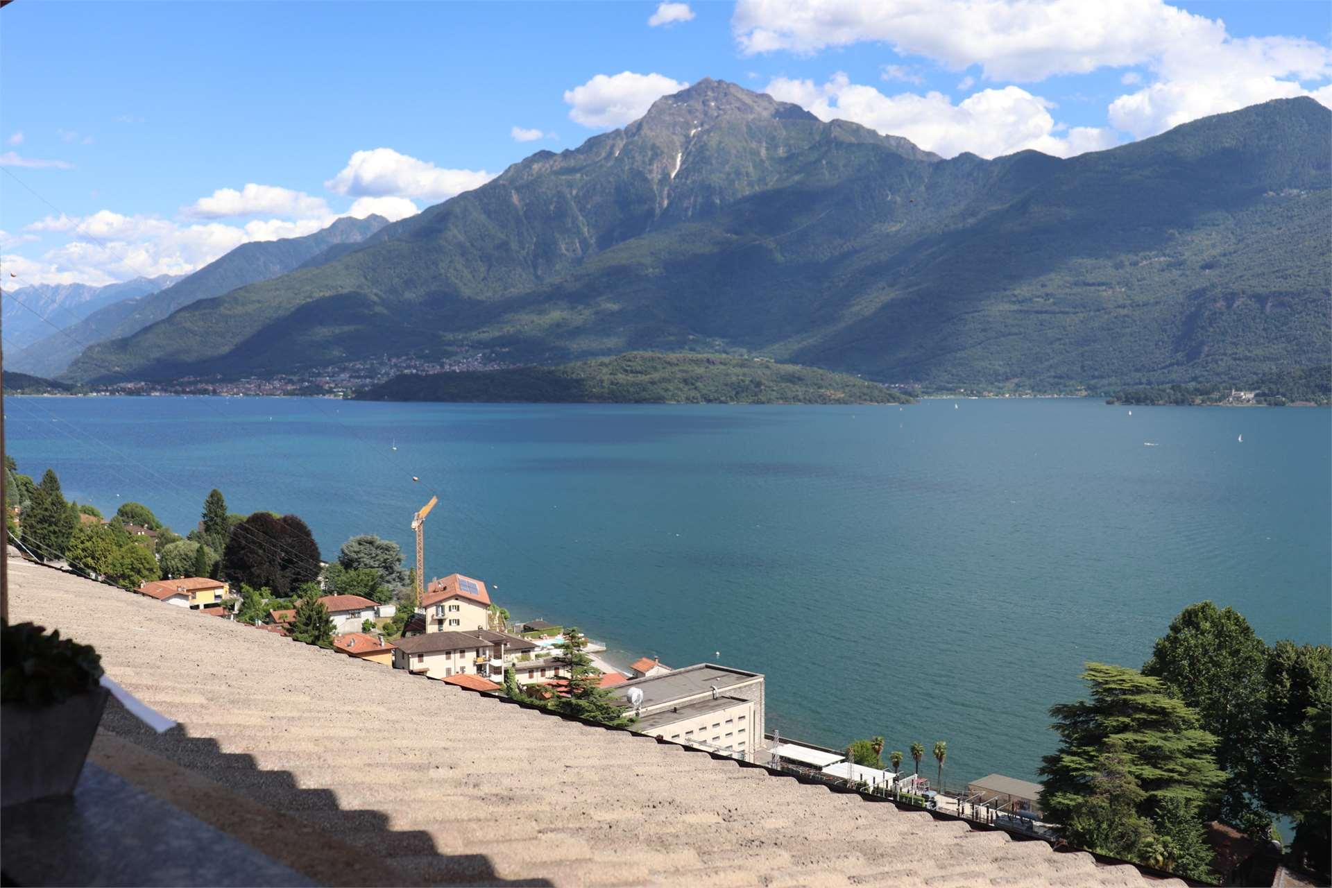 Attico con splendida vista lago Gallery