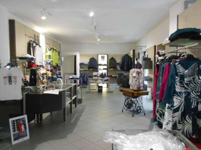 Vendita Negozio di abbigliamento Attività commerciale Cavour piazza martiri  96193
