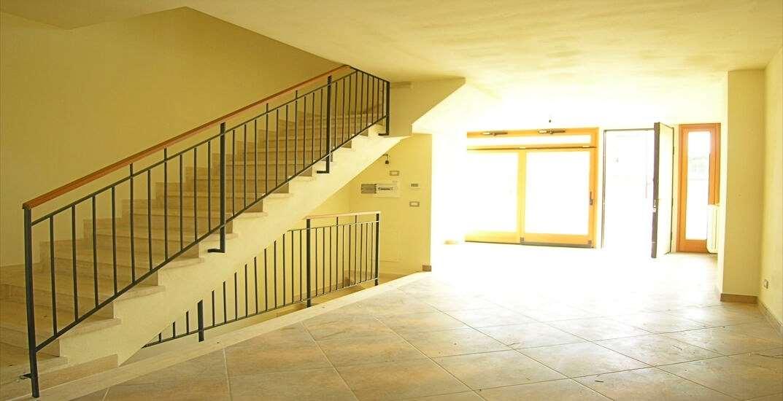 Ufficio / Studio in affitto a Camaiore, 4 locali, zona Zona: Lido di Camaiore, prezzo € 1.300 | CambioCasa.it