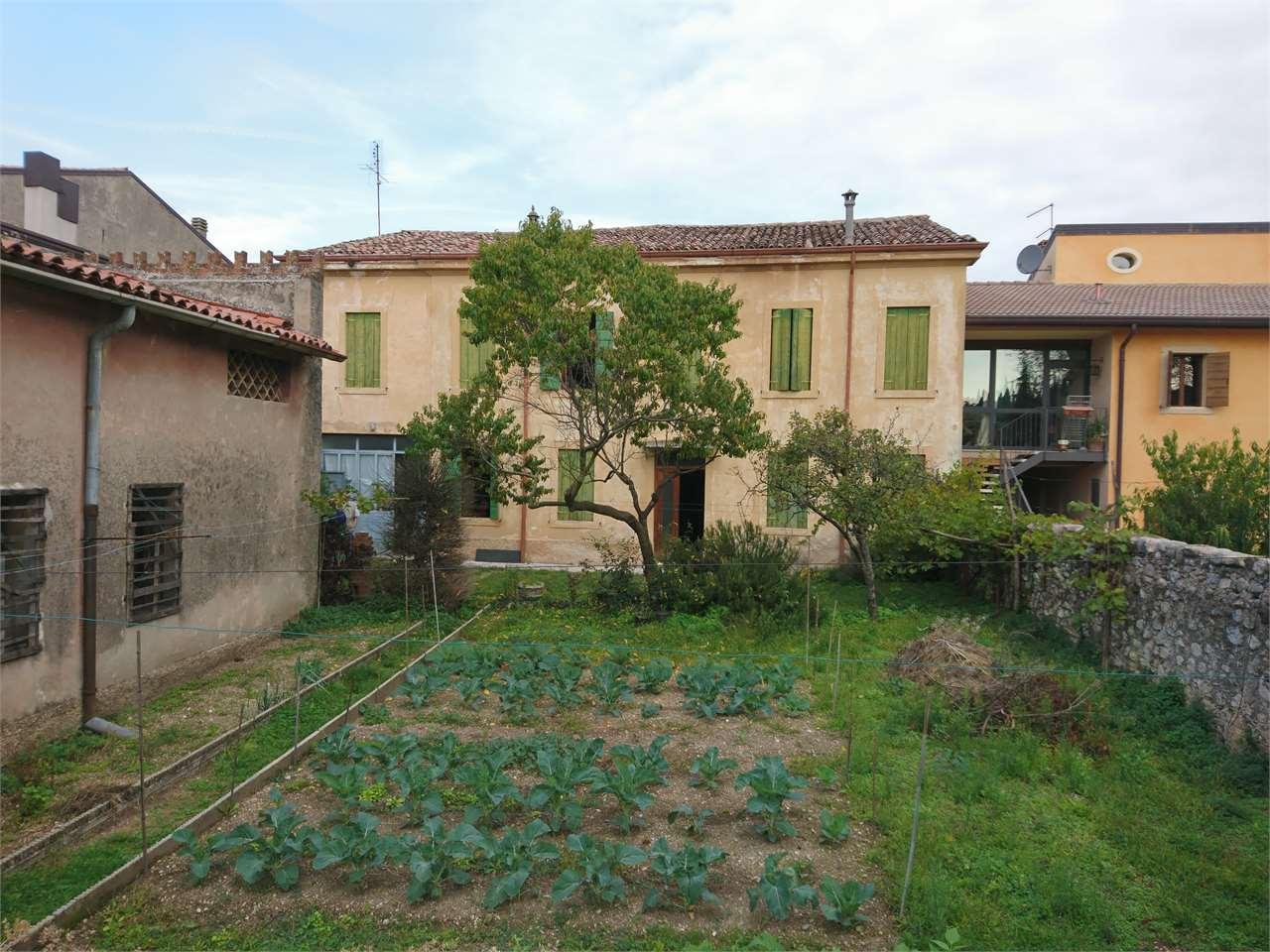 Rustico / Casale in vendita a Tregnago, 11 locali, zona Zona: Centro, prezzo € 250.000 | CambioCasa.it