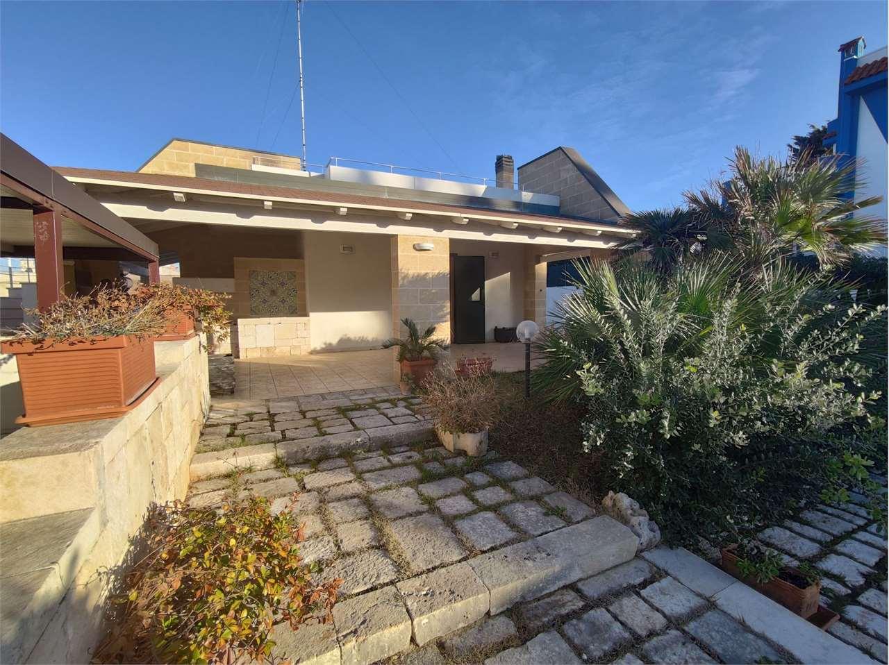 Villa in vendita a Mola di Bari, 10 locali, prezzo € 600.000 | CambioCasa.it