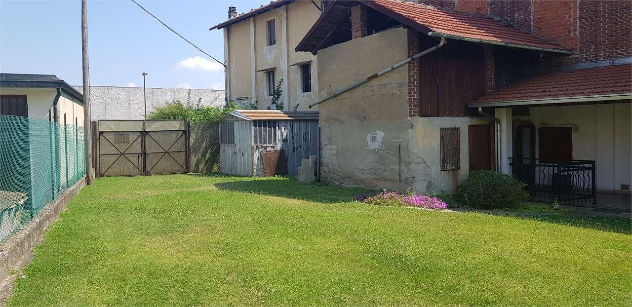 Appartamento in vendita a Ciriè, 10 locali, prezzo € 160.000 | CambioCasa.it