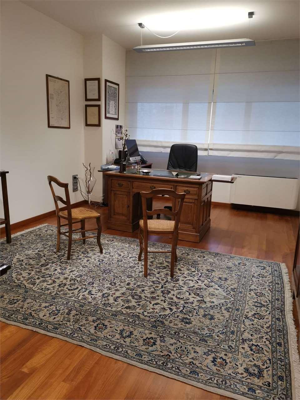 Ufficio / Studio in vendita a Cagliari, 6 locali, zona Zona: San Benedetto , prezzo € 398.000 | CambioCasa.it