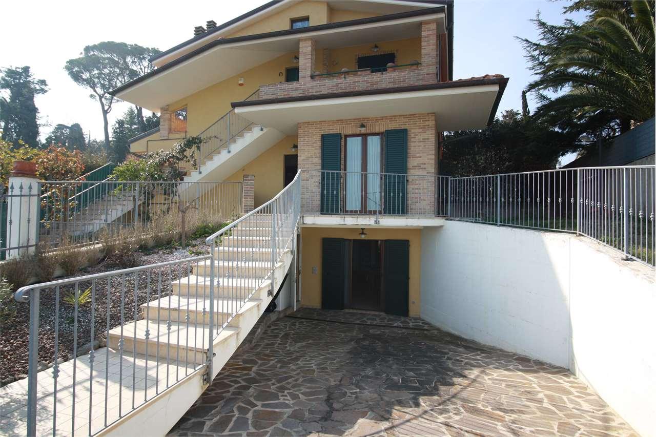 Appartamento in vendita a Osimo, 5 locali, zona Zona: San Sabino, prezzo € 215.000 | CambioCasa.it