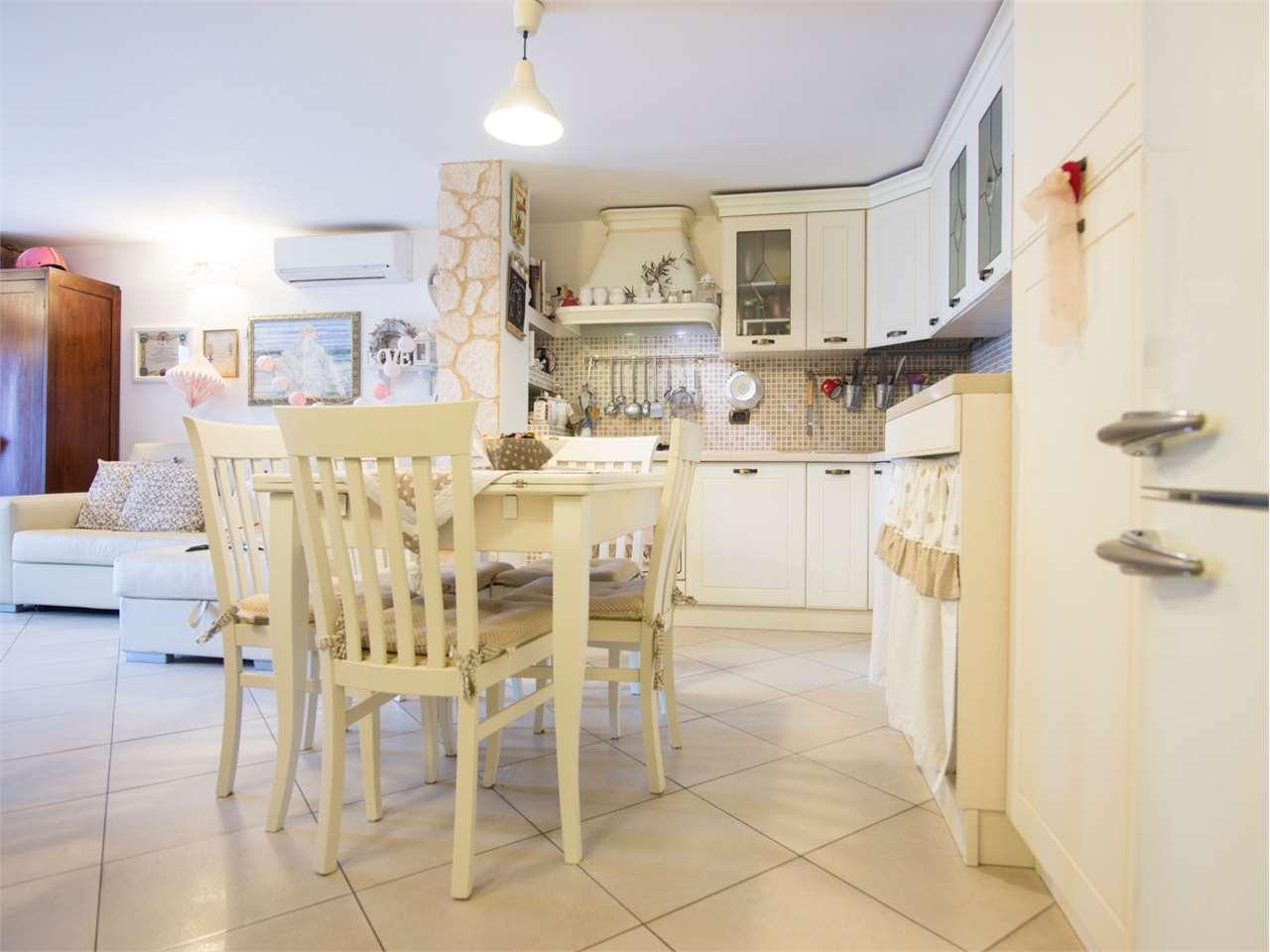 Appartamento in vendita a Loreto, 2 locali, prezzo € 80.000   CambioCasa.it