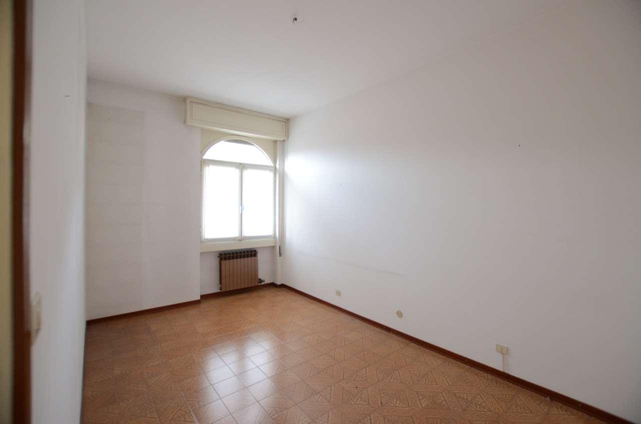 Appartamento in vendita a Costa Volpino, 3 locali, prezzo € 75.000 | CambioCasa.it