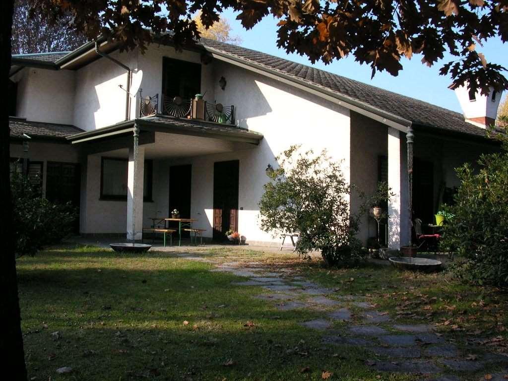 Villa in vendita a Albizzate, 7 locali, prezzo € 260.000 | CambioCasa.it