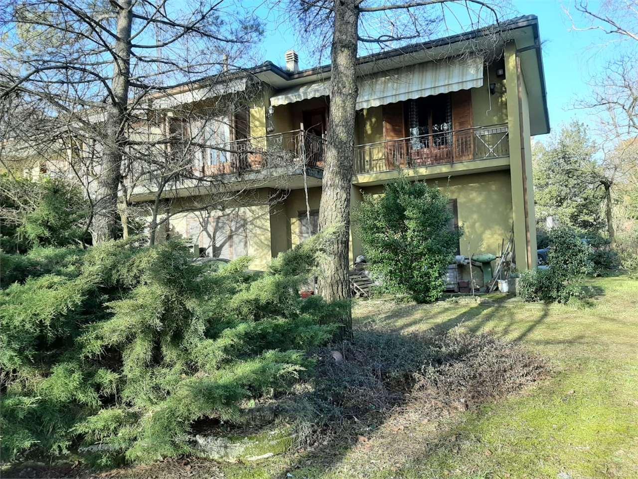 Appartamento in vendita a Gavirate, 4 locali, prezzo € 290.000 | CambioCasa.it