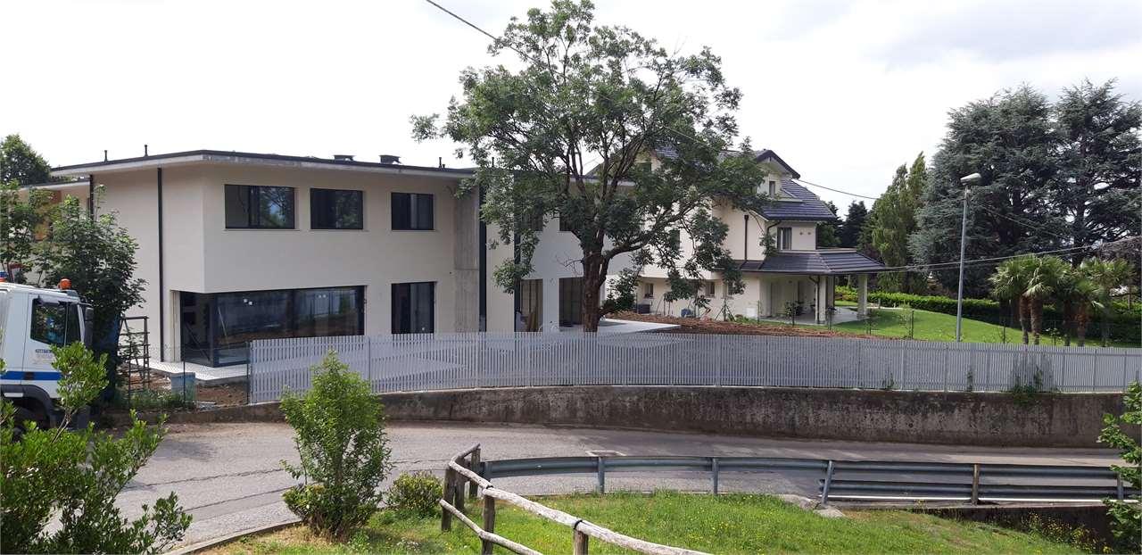 Villa in vendita a Comerio, 5 locali, prezzo € 640.000 | CambioCasa.it