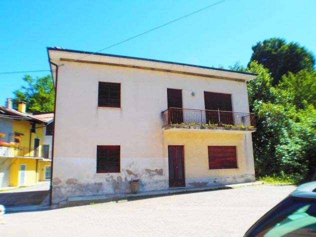 Soluzione Indipendente in vendita a Varese, 8 locali, prezzo € 198.000 | CambioCasa.it