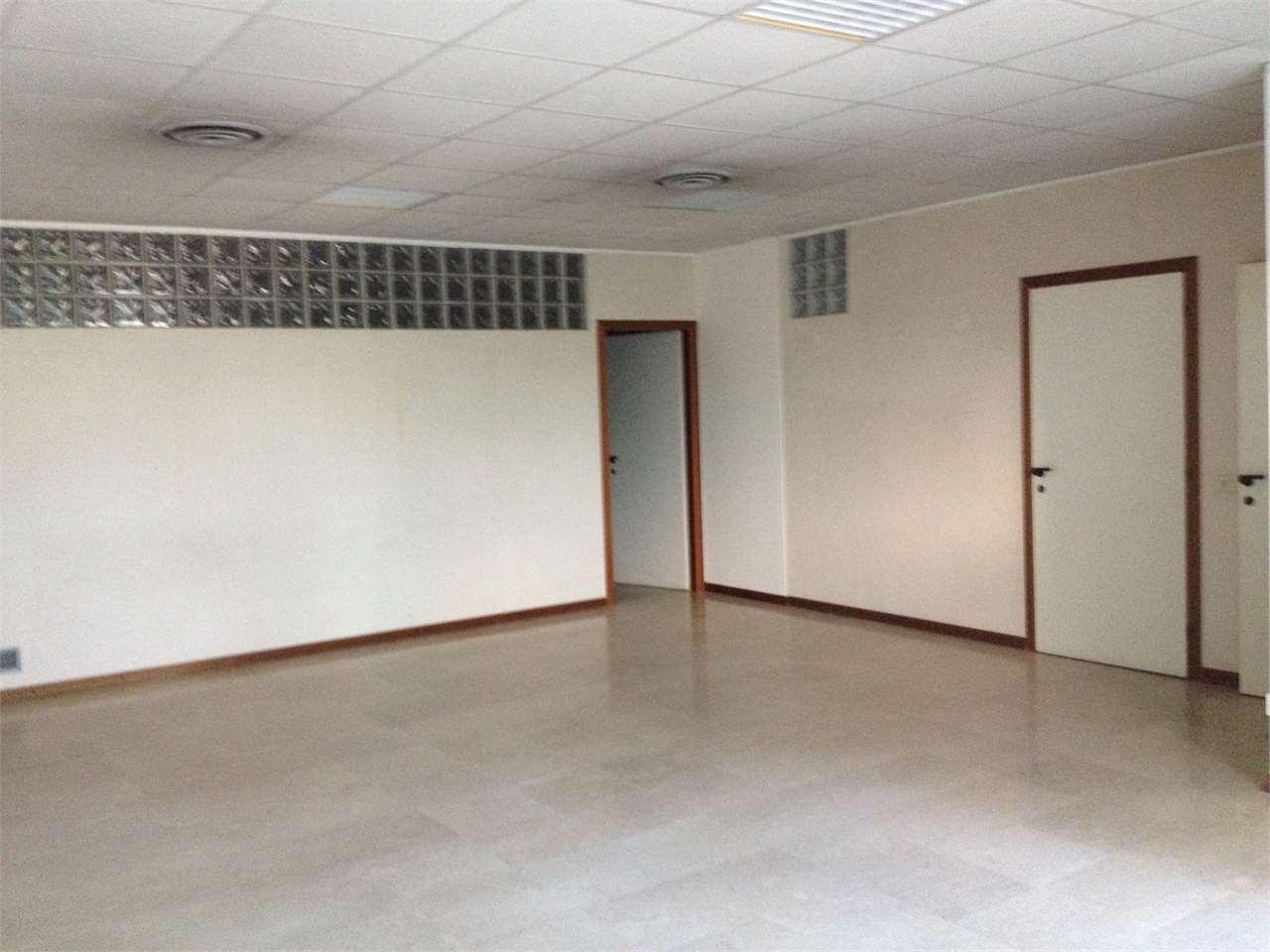 Ufficio / Studio in vendita a Varese, 3 locali, zona Zona: Centro, prezzo € 154.000 | CambioCasa.it