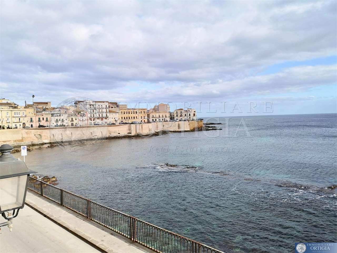Appartamento in affitto a Siracusa, 2 locali, zona Zona: Ortigia, prezzo € 800 | CambioCasa.it