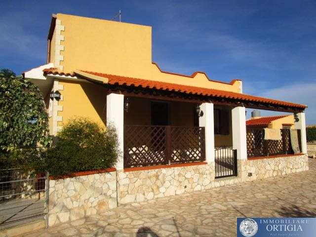 vendita villa siracusa plemmirio  200000 euro  5 locali  140 mq