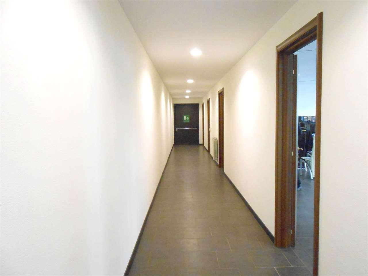 Ufficio / Studio in affitto a Rivoli, 9999 locali, zona Zona: Cascine Vica, prezzo € 1.700 | CambioCasa.it
