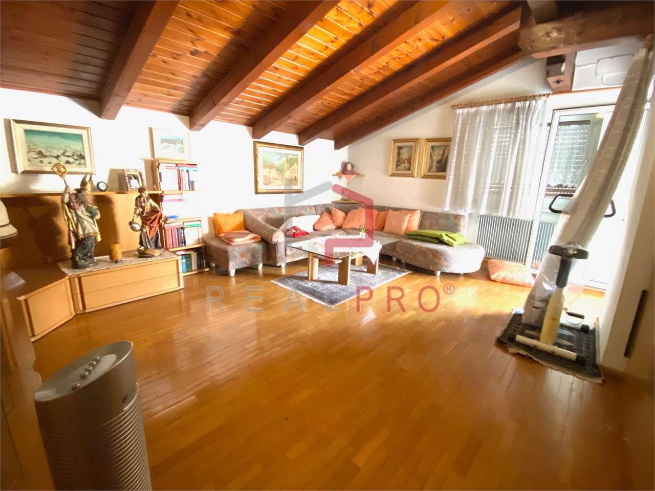 Appartamento in vendita a Bronzolo, 4 locali, zona Località: Bronzolo Laives San Giacomo Pineta Vadena, prezzo € 350.000 | CambioCasa.it