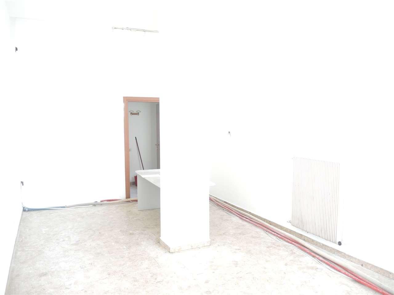 Negozio / Locale in affitto a Rovereto, 1 locali, prezzo € 350 | CambioCasa.it