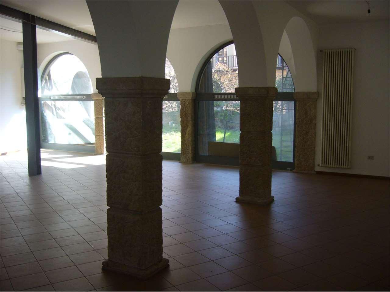 Negozio / Locale in affitto a Rovereto, 1 locali, prezzo € 2.400 | CambioCasa.it