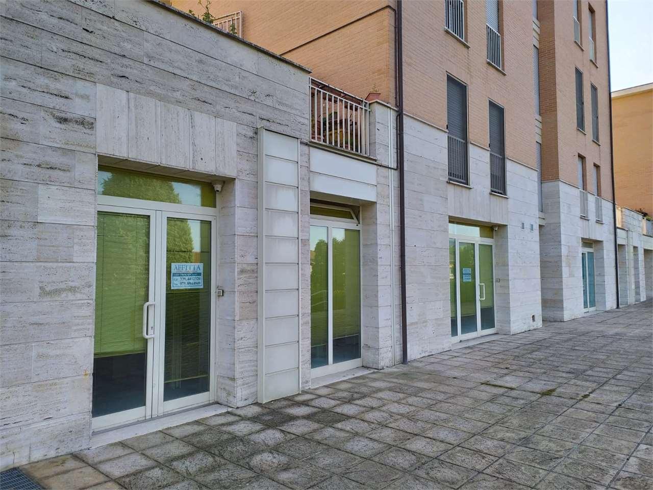 Negozio / Locale in affitto a Todi, 4 locali, zona Zona: Ponterio, prezzo € 600 | CambioCasa.it