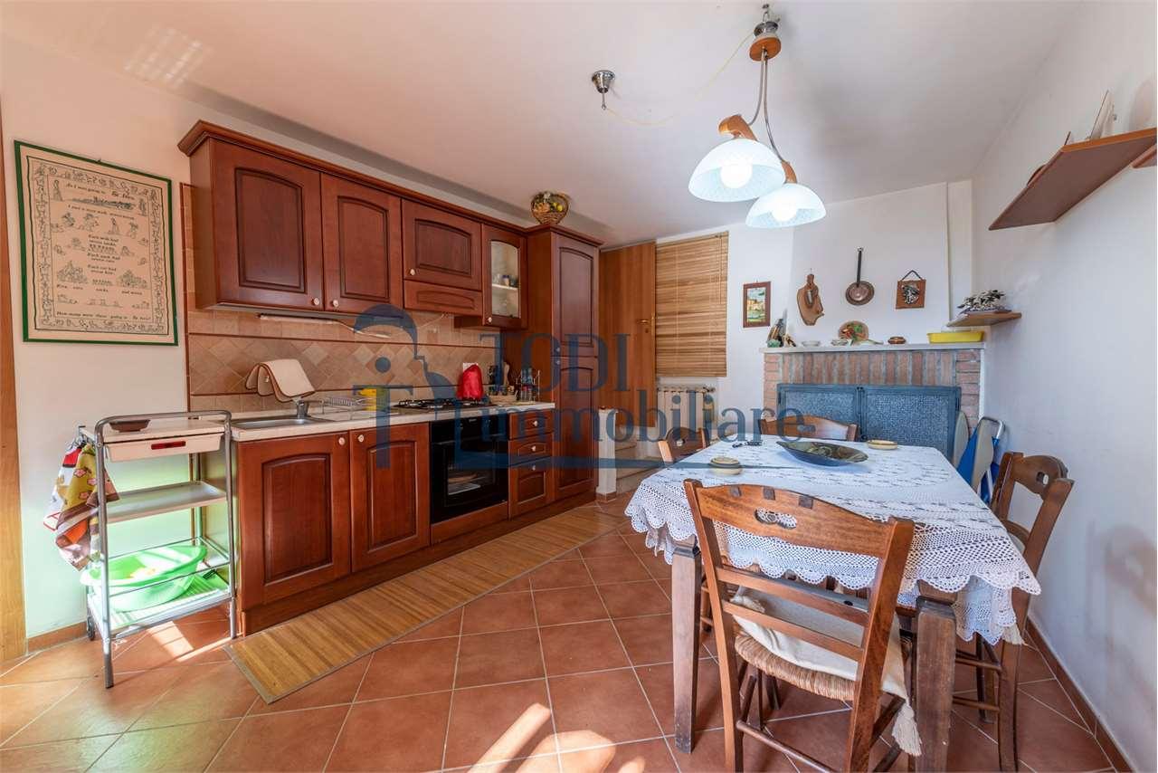 Appartamento in vendita a Todi, 3 locali, zona Località: Todi - Frazione, prezzo € 55.000 | CambioCasa.it