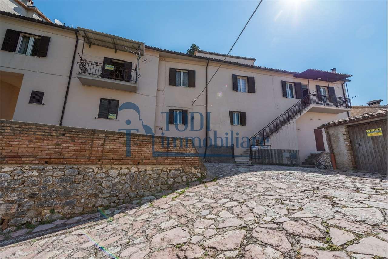 Appartamento in vendita a Massa Martana, 4 locali, zona Zona: Mezzanelli, prezzo € 45.000 | CambioCasa.it