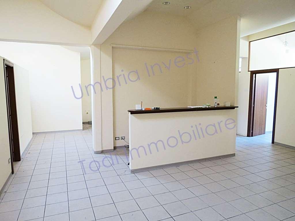 Ufficio / Studio in affitto a Orvieto, 4 locali, prezzo € 1.200 | CambioCasa.it
