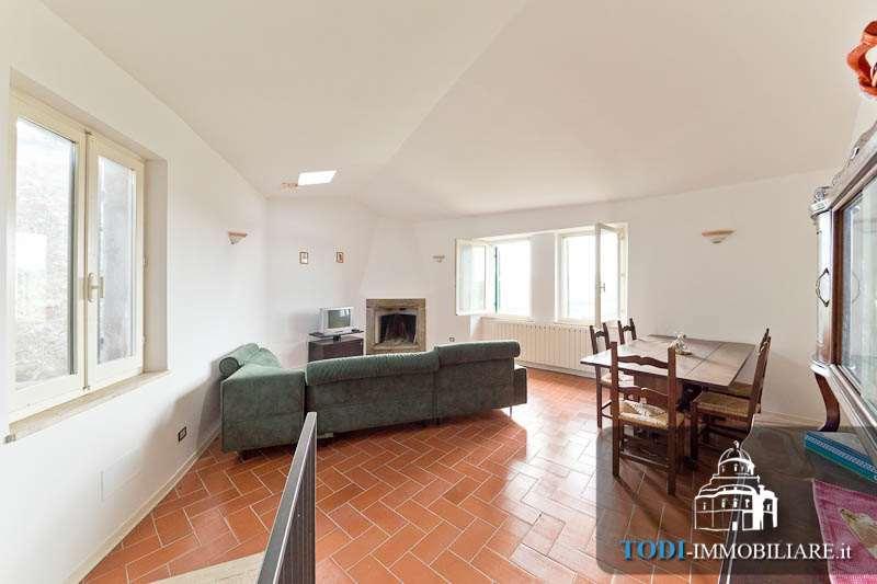 Appartamento in vendita a Todi, 3 locali, zona Località: Todi - Frazione, prezzo € 68.000 | CambioCasa.it