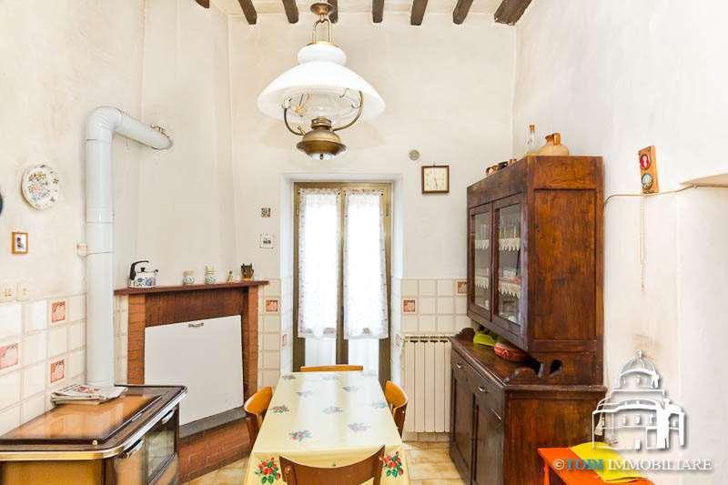 Appartamento in vendita a Todi, 4 locali, zona Località: Todi - Frazione, prezzo € 68.000 | CambioCasa.it