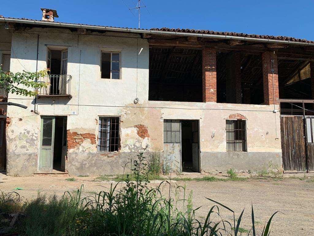 Rustico / Casale in vendita a Castelnuovo Don Bosco, 8 locali, zona Zona: Morialdo, prezzo € 65.000 | CambioCasa.it