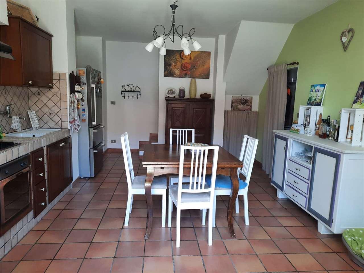 Appartamento in vendita a Rivalba, 5 locali, prezzo € 147.000   CambioCasa.it