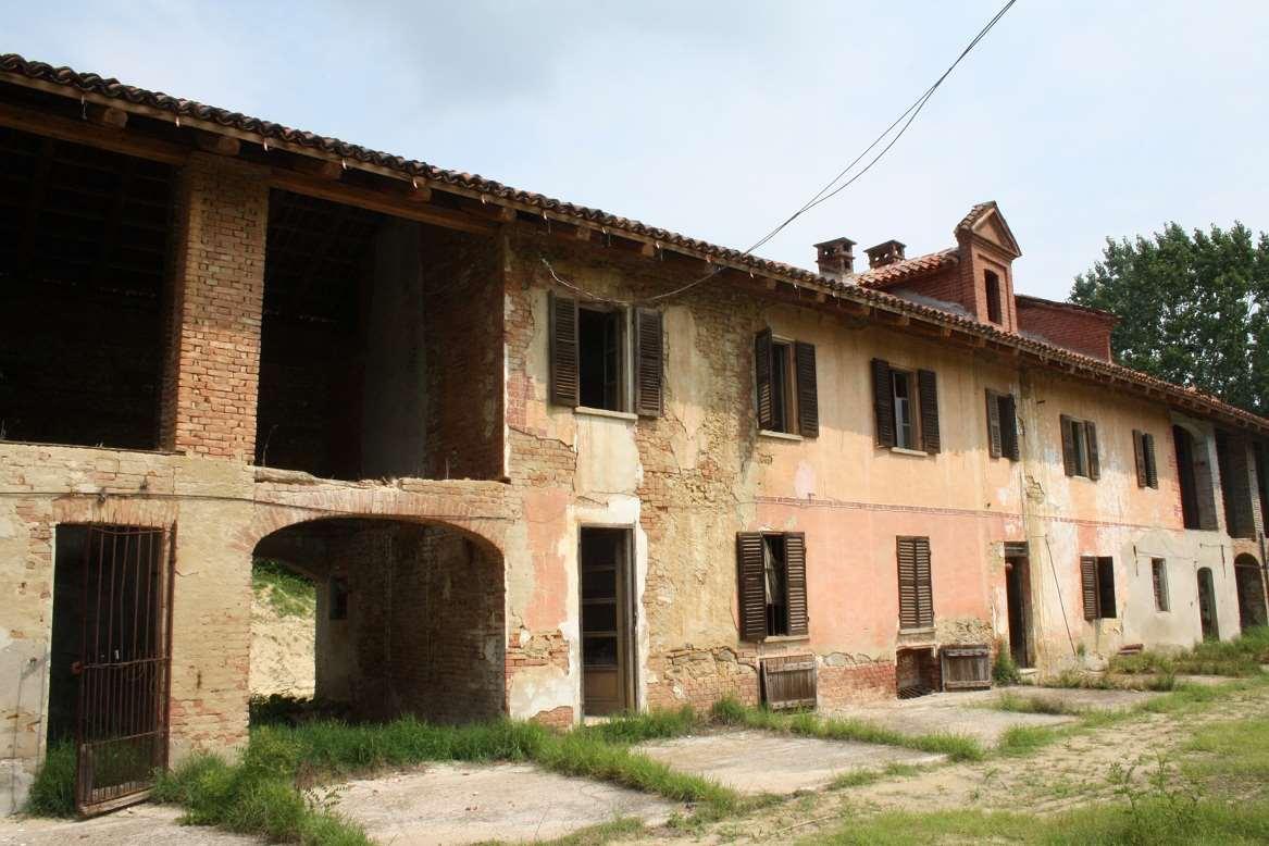 Rustico / Casale in vendita a Cortandone, 15 locali, prezzo € 130.000 | CambioCasa.it