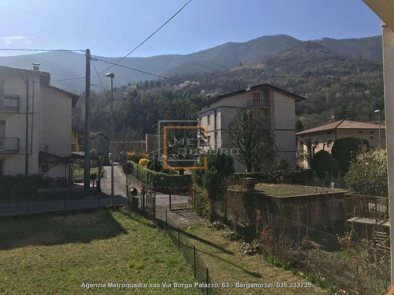 Appartamento in vendita a Endine Gaiano, 5 locali, prezzo € 75.000 | CambioCasa.it