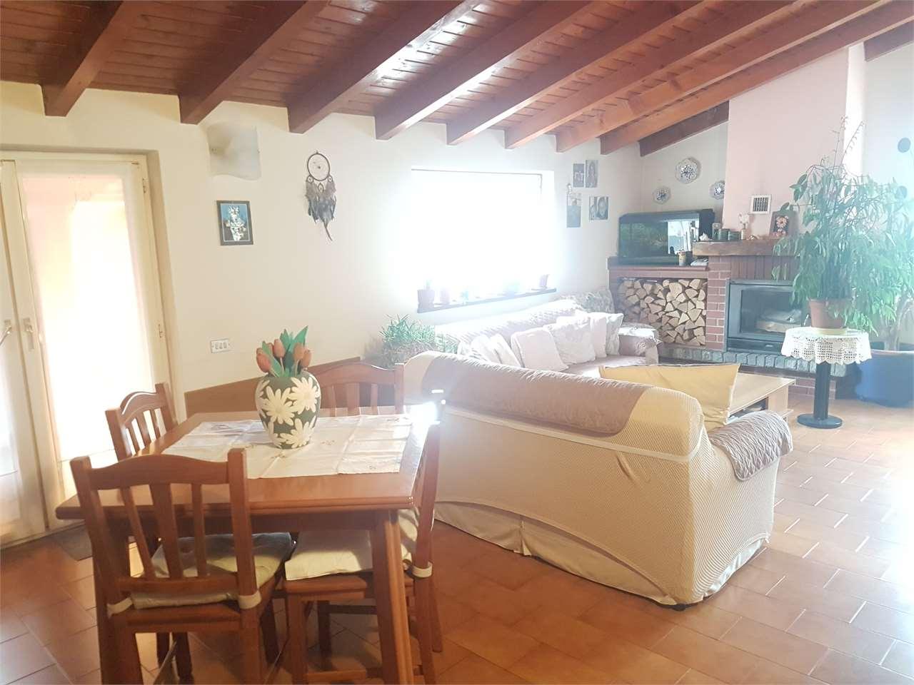 Vendita Trilocale Appartamento Azzio Via Crosa 2 165144