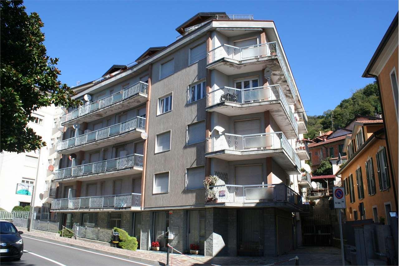 Vendita Trilocale Appartamento Maccagno con Pino e Veddasca Via Giuseppe Garibaldi 31 241996