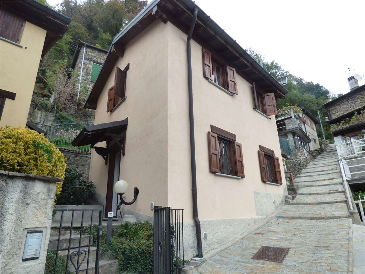 Vendita Casa Indipendente Casa/Villa Maccagno con Pino e Veddasca 244014