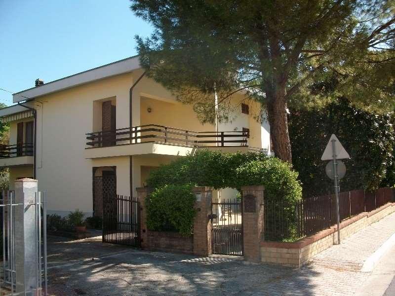 Villa in vendita a Treia, 10 locali, prezzo € 485.000 | CambioCasa.it