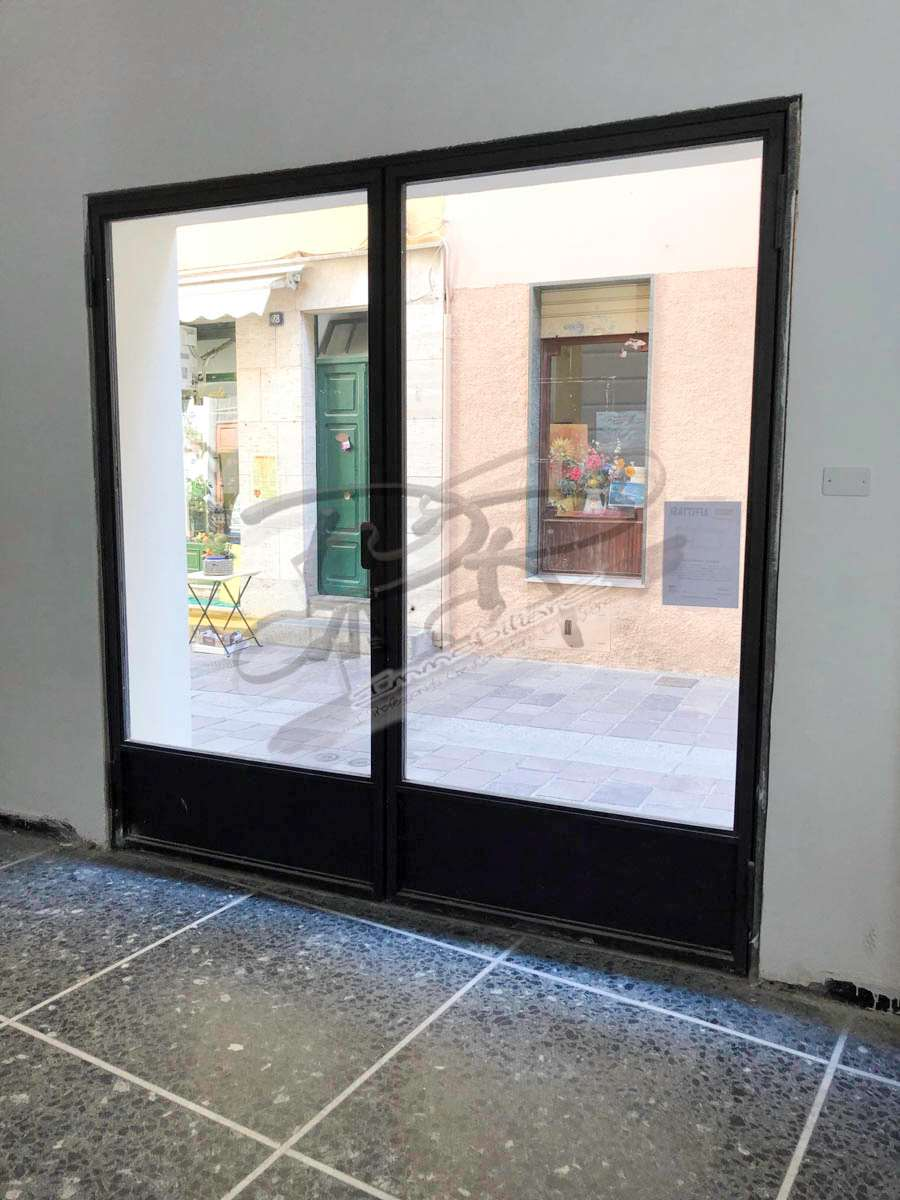 Negozio / Locale in affitto a Spotorno, 2 locali, prezzo € 1.100 | PortaleAgenzieImmobiliari.it