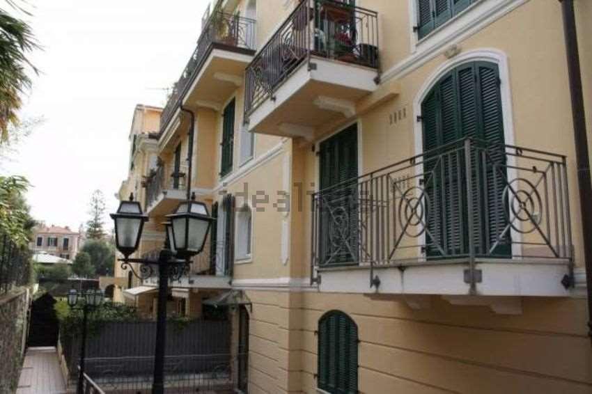 Appartamento in vendita a Bordighera, 4 locali, prezzo € 460.000   CambioCasa.it