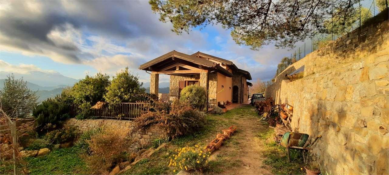 Soluzione Indipendente in vendita a Soldano, 10 locali, zona Zona: San Martino, prezzo € 610.000   CambioCasa.it
