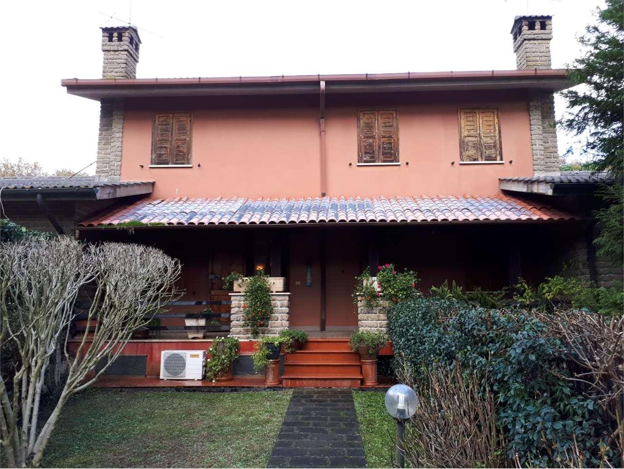 Villa Bifamiliare in vendita a Manziana, 13 locali, prezzo € 270.000 | CambioCasa.it