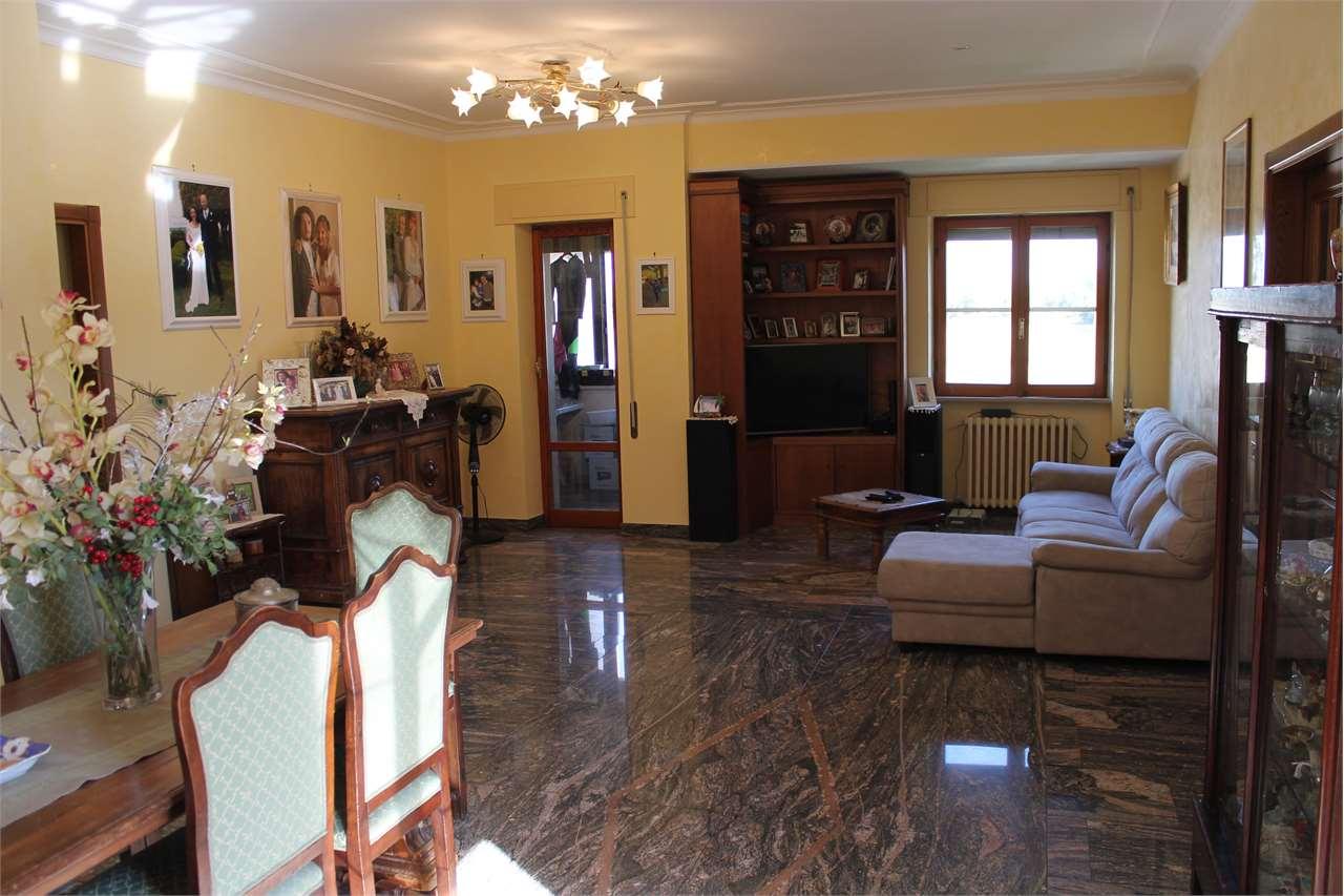 Appartamento in vendita a Fiumicino, 8 locali, prezzo € 270.000   CambioCasa.it