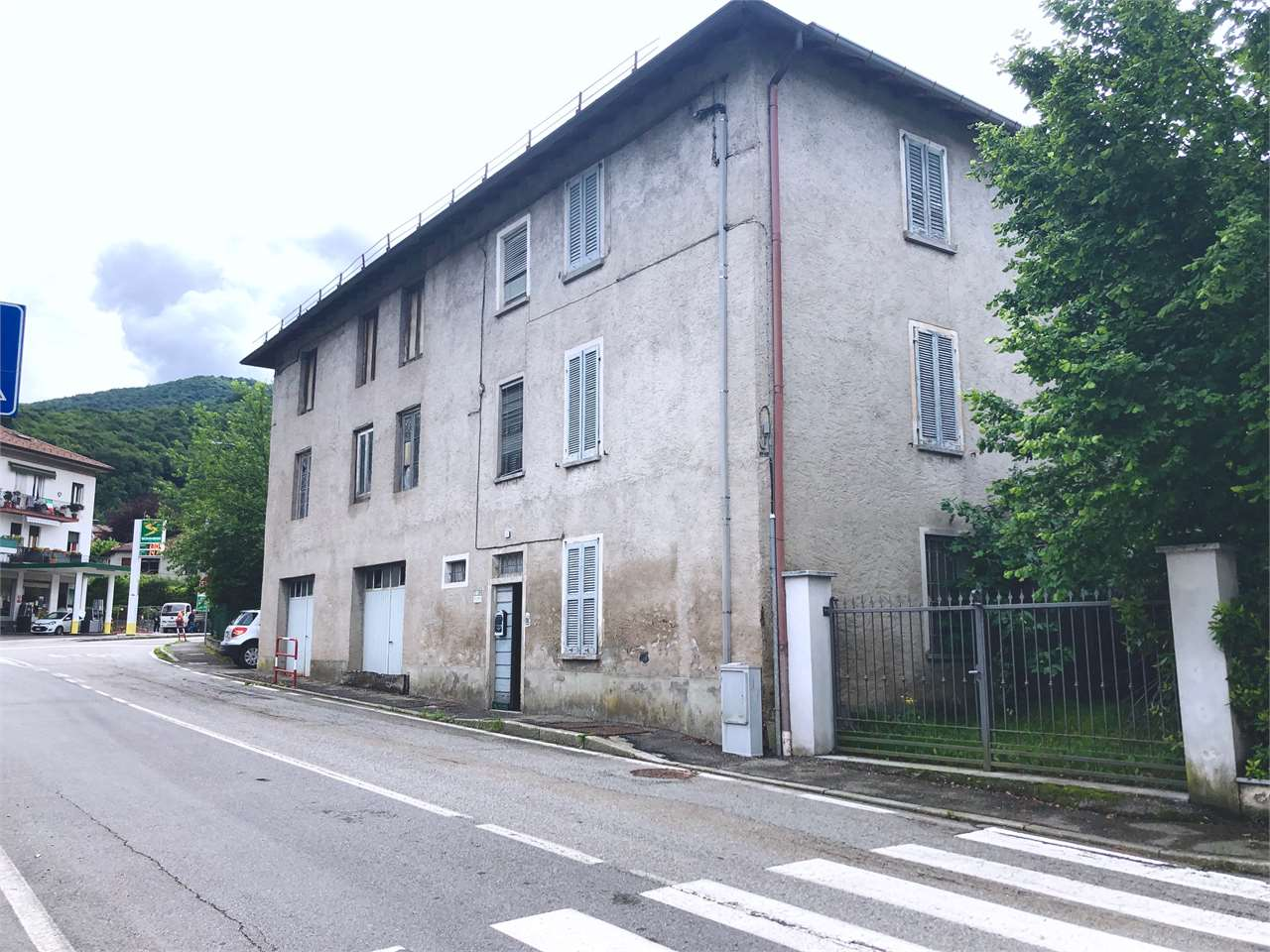 Palazzo / Stabile in vendita a Brinzio, 15 locali, prezzo € 126.000 | CambioCasa.it