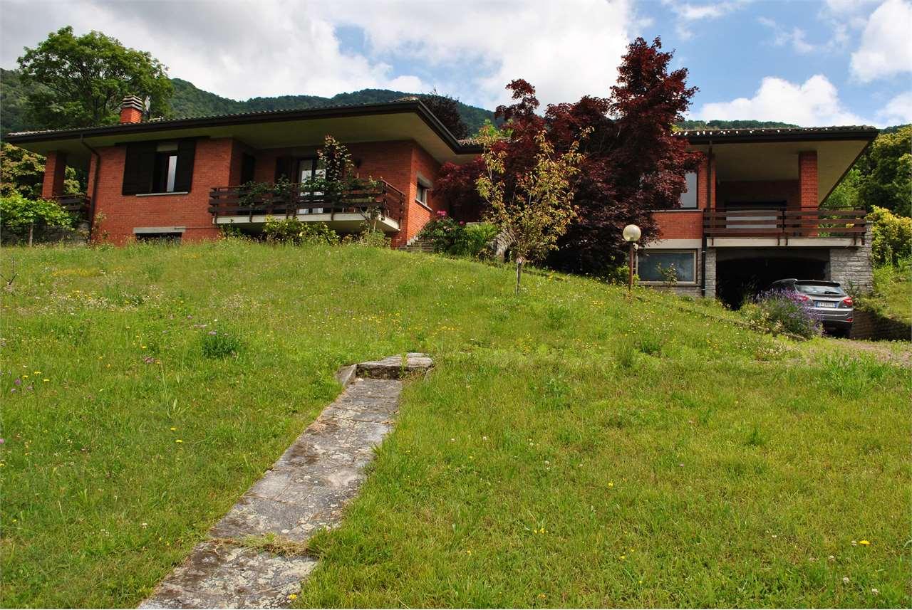 Villa in vendita a Orino, 9 locali, prezzo € 550.000 | CambioCasa.it