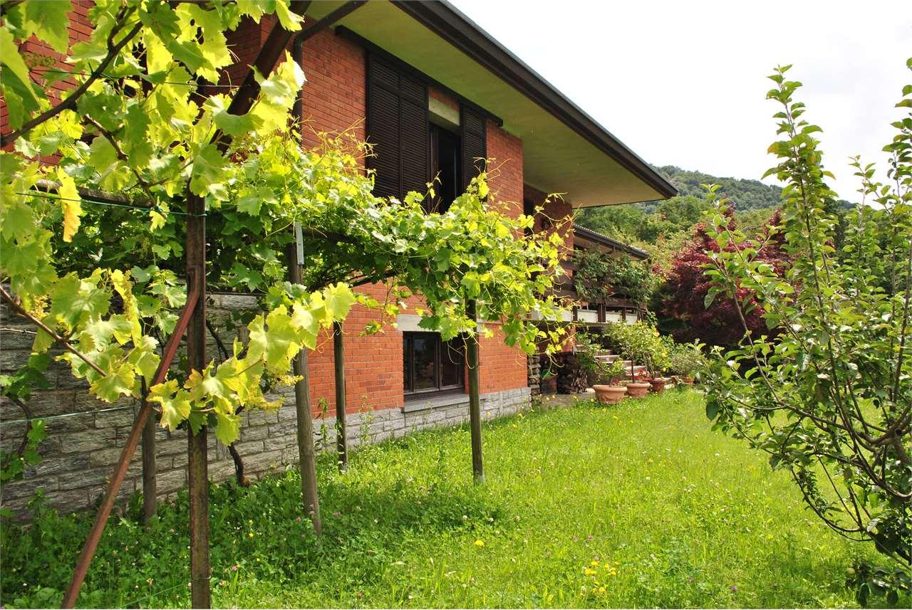 Villa in vendita a Orino, 5 locali, prezzo € 300.000 | CambioCasa.it