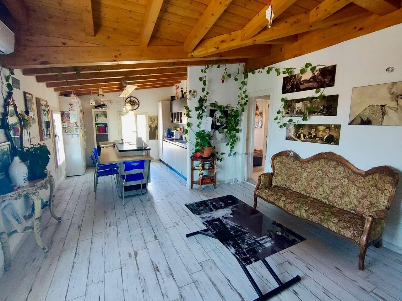 Appartamento in vendita a Caravate, 3 locali, prezzo € 130.000 | CambioCasa.it