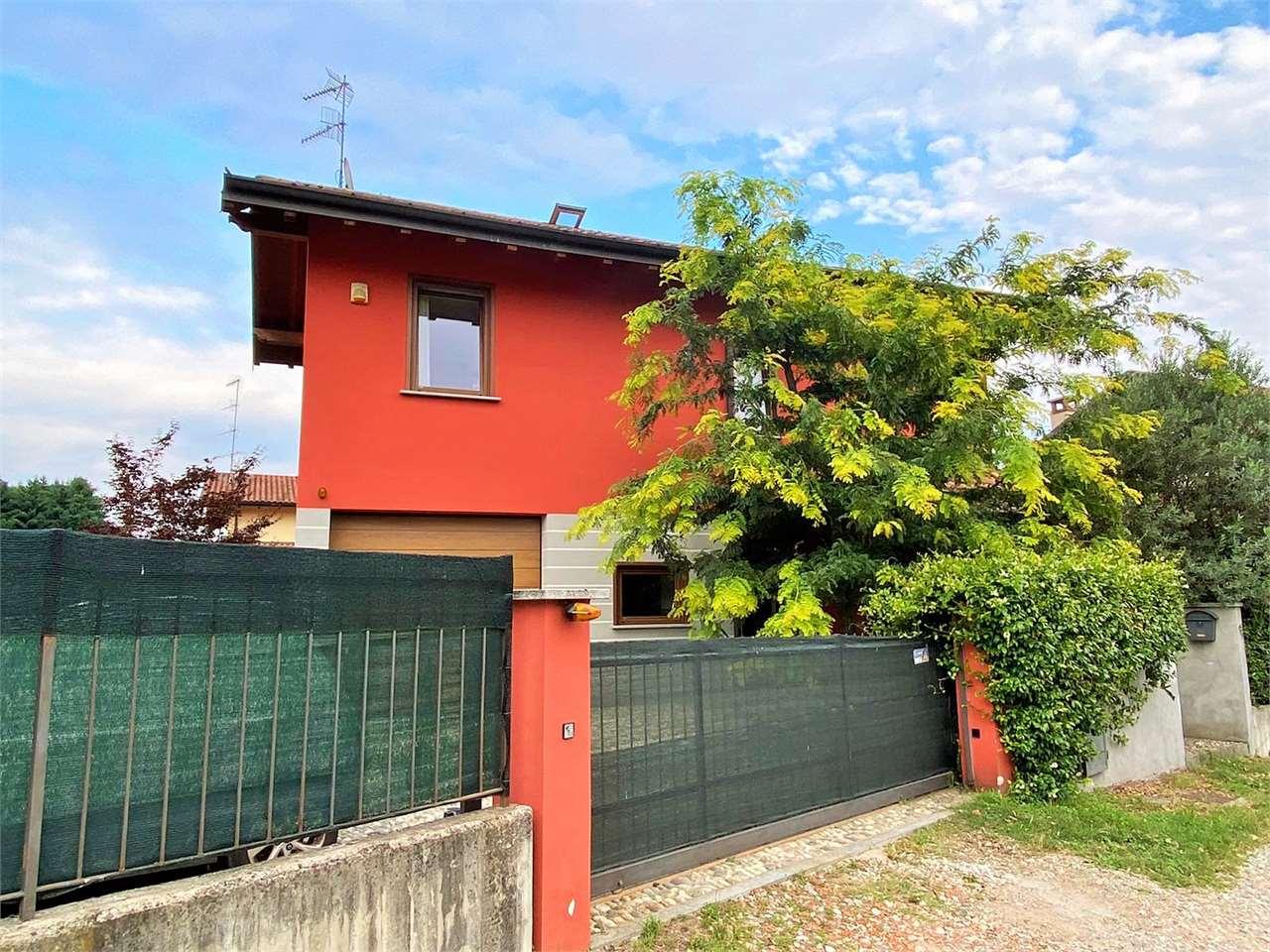 Villa in vendita a Ispra, 5 locali, prezzo € 297.000   CambioCasa.it