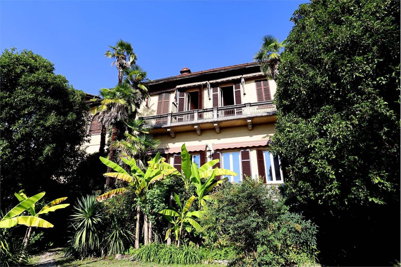 Appartamento in vendita a Besozzo, 8 locali, zona Zona: Cardana, prezzo € 595.000 | CambioCasa.it