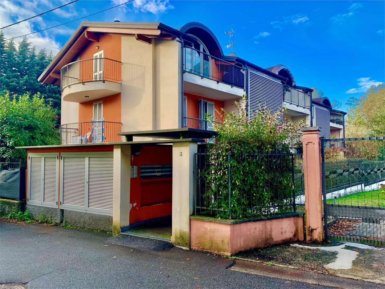 Appartamento in vendita a Sesto Calende, 3 locali, prezzo € 149.000 | CambioCasa.it