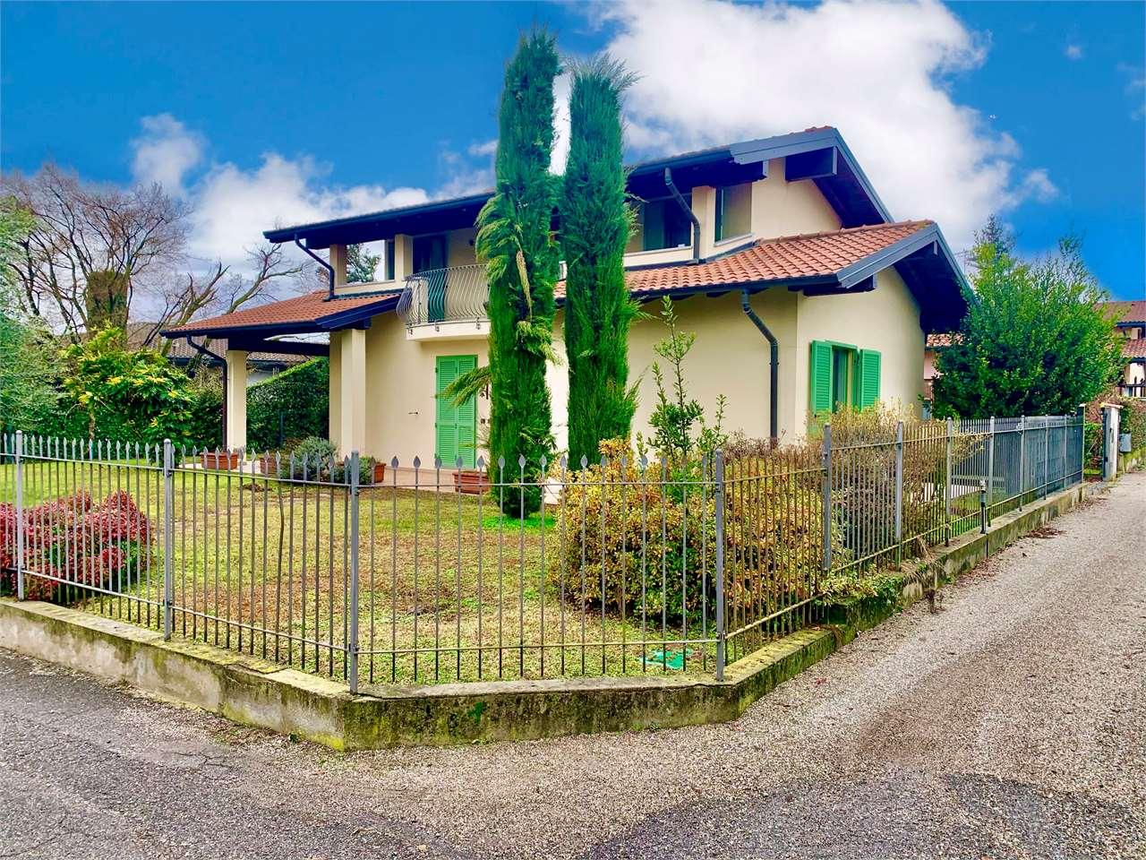 Villa in vendita a Sesto Calende, 8 locali, prezzo € 420.000 | CambioCasa.it