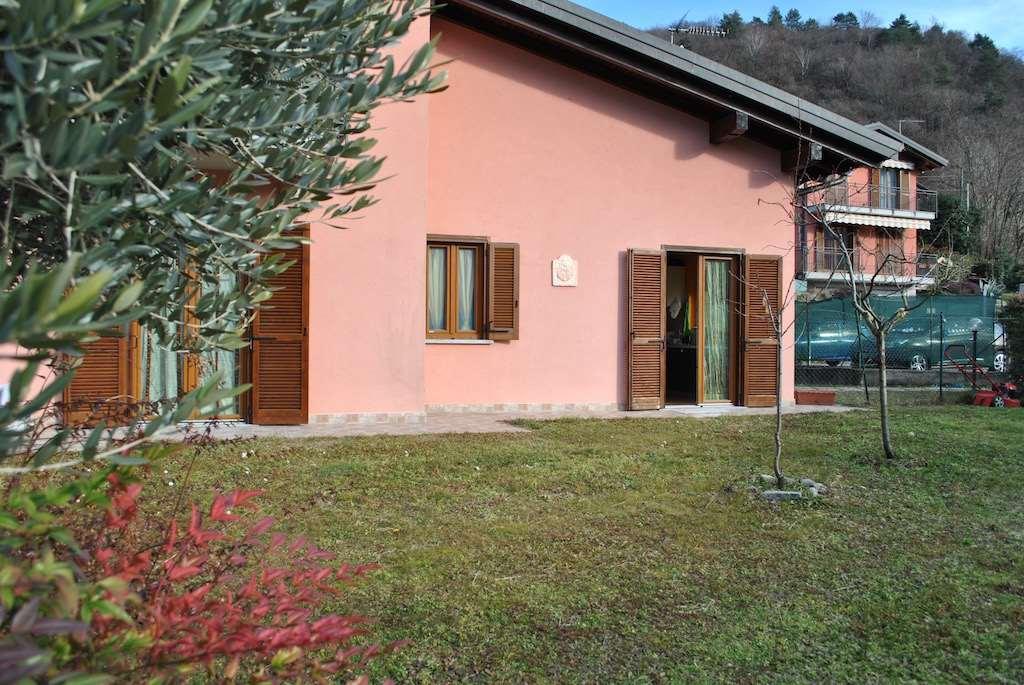 Appartamento in vendita a Montegrino Valtravaglia, 3 locali, zona Zona: Riviera, prezzo € 210.000 | CambioCasa.it
