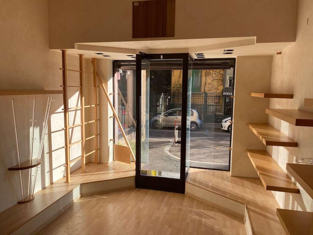 Negozio / Locale in affitto a Varese, 2 locali, zona Zona: Centro, prezzo € 1.100 | CambioCasa.it
